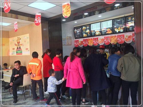 小吃赚钱朋友开汉堡加盟店成功实例,天津李先生加盟只